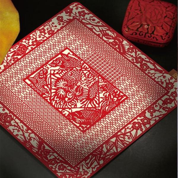 鼠标垫  规格:23*23cm  材质:真丝织锦  工艺:纳米  应用:高端商务