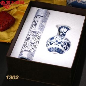 造府元青花瓷瓶两件套